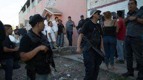 Ordenan detención de decenas de autodefensas