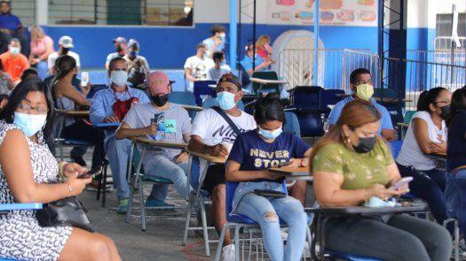Ayer inició en el país una jornada de vacunación por barrido en 10 circuitos.
