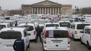 Paramédicos y estudiantes se suman a protestas en Francia