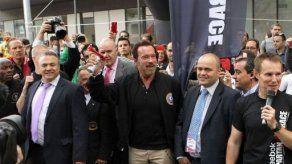 Schwarzenegger visita en Madrid el monumento donde está enterrado Franco