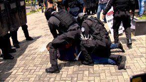 Se registraron enfrentamientos entre taxistas y las unidades de control de multitudes en la Cinta Costera.