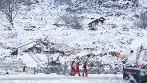 Buscan sobrevivientes tras alud fatal en aldea de Noruega