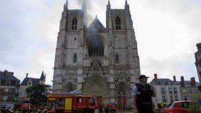 Fuego en catedral francesa de Nantes destruye famoso órgano