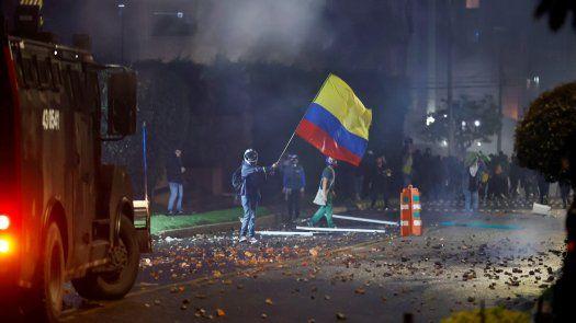 La asonada en Bogotá se produce en vísperas de una nueva jornada de protestas convocada para este miércoles por sindicatos y organizaciones sociales contra al política económica del Gobierno.