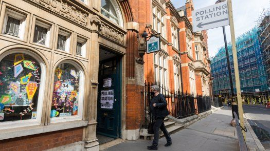 Los colegios electorales abrieron en una cita con las urnas que aglutina el mayor número de comicios regionales y locales en el Reino Unido desde 1973, en parte debido al aplazamiento de varias convocatorias el año pasado a causa de la covid.
