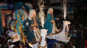 Desfile noctuno del Lunes de Carnaval en Las Tablas