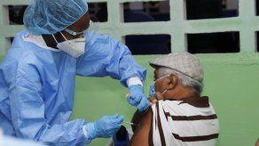 Este lunes se retomó en San Miguelito el proceso de vacunación contra covid-19, con la aplicación de la segunda dosis a mayores de 60 años y personas con discapacidad.