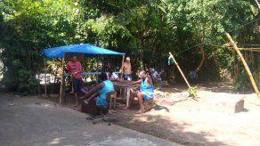 Cubanos esperan respuesta por estatus migratorio