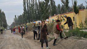 China niega que en Xinjiang haya trabajos forzosos y se oprima a la religión