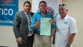José Casis oficializa postulación a representante de Rufina Alfaro