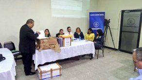 Caja de Seguro Social inicia acto para arrendamiento de 97 ambulancias