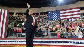 Trump hace campaña mientras Michael azota Florida