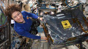 Astronauta impone récord de mujer con más tiempo en espacio