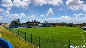 Histórico: Universitario inaugura su propio estadio en Penonomé