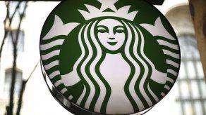 Starbucks no usará más carrizos de plástico
