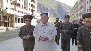 Líder norcoreano visita zona golpeada por tifón; reprende