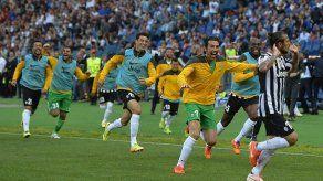 Juventus festeja su título con triunfo en Roma gracias a Osvaldo