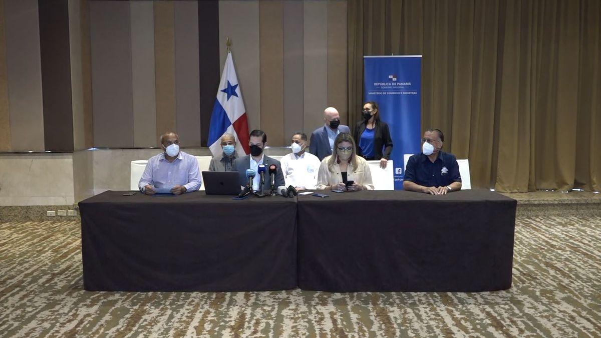 El ministro de Comercio e Industrias, Ramón Martínez junto al equipo de alto nivel designado para la negociación del nuevo contrato con Minera Panamá.