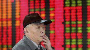 Mercados internacionales alternan alzas y bajas