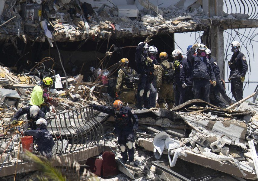 Cincuenta y cinco apartamentos se convirtieron en una montaña de escombros donde hoy trabajaban contrarreloj más de 240 personas en distintos cometidos pero con una prioridad: hallar sobrevivientes.