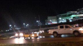 Mula colisiona contra poste en plaza hacia el Centenario