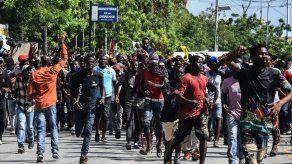 Un senador de Haití dispara contra manifestantes y hiere a un fotógrafo