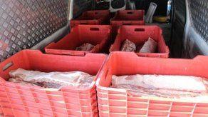 Aduanas retiene 10 cajas con carne porcina en Divisa