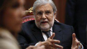 Presidente de Constitucional de Perú ve remoto restituir el Congreso disuelto