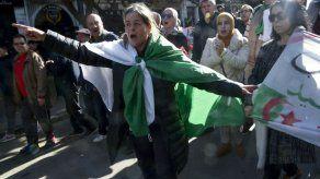 Las protestas populares masivas cumplen 50 semanas consecutivas en Argelia
