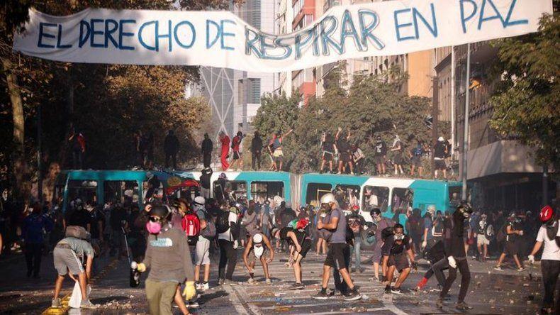 Tribunal chileno ordena cárcel para 28 manifestantes en nueva jornada de protestas