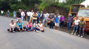 Moradores de Mocambo denuncian que recicladora evita avance de proyecto carretero