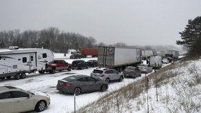 Nevada causa choque múltiple en autopista de Michigan