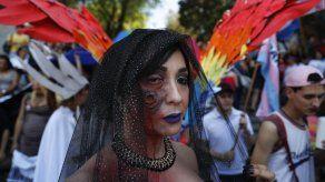 Mil personas participan en marcha de orgullo gay en Paraguay