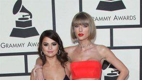 ¡No mires Taylor! Selena Gomez apoya la colección de ropa interior de Kim Kardashian
