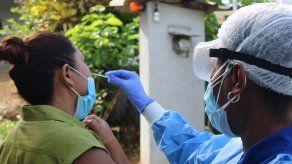 El Ministerio de Salud ha aumentado la cantidad de pruebas para detectar el COVID-19 entre la población.