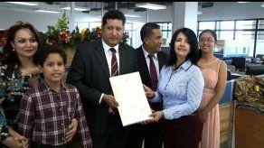 Diputado Arrocha y representante Batista reciben credenciales