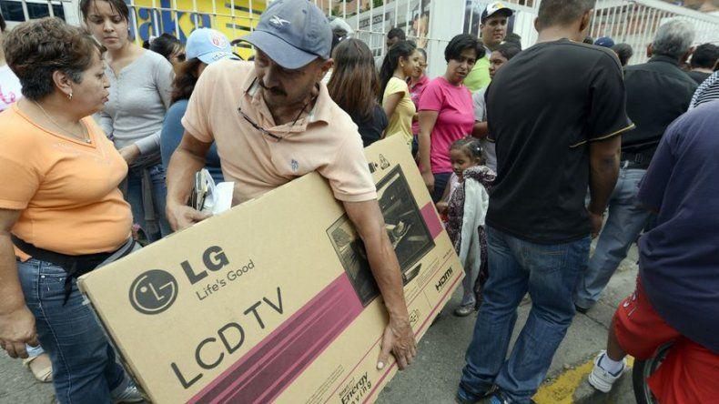 Entre denuncias y llamados a la calma, sigue baja de precios en Venezuela