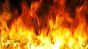 Turba de vecinos lincha y quema a presunto ladrón en Bolivia