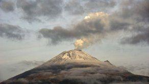 Explosión del volcán Popocatépetl genera columna de cenizas