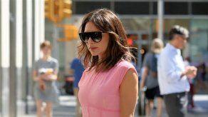 Victoria Beckham se siente poderosa con sus vestidos más coloridos