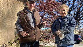 Anciano en Chicago espanta a tres ladrones con un bastón