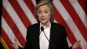 Hillary Clinton critica a ejecutivos