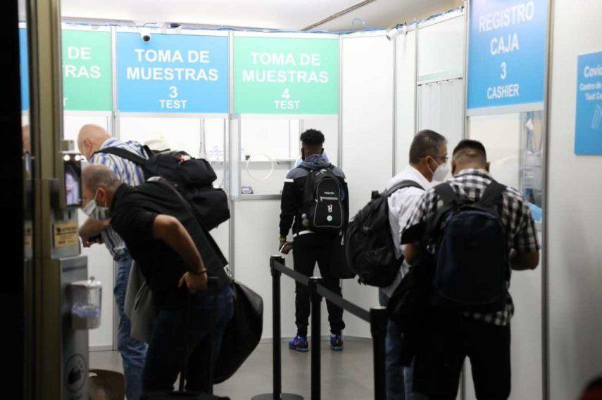El titular del Minsa señaló que la prueba de COVID-19 se la podrán efectuar en el país de donde provengan o en el aeropuerto a través del cual ingresen al país.