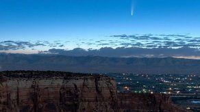 Cometa brinda gran espectáculo al pasar cerca de la Tierra