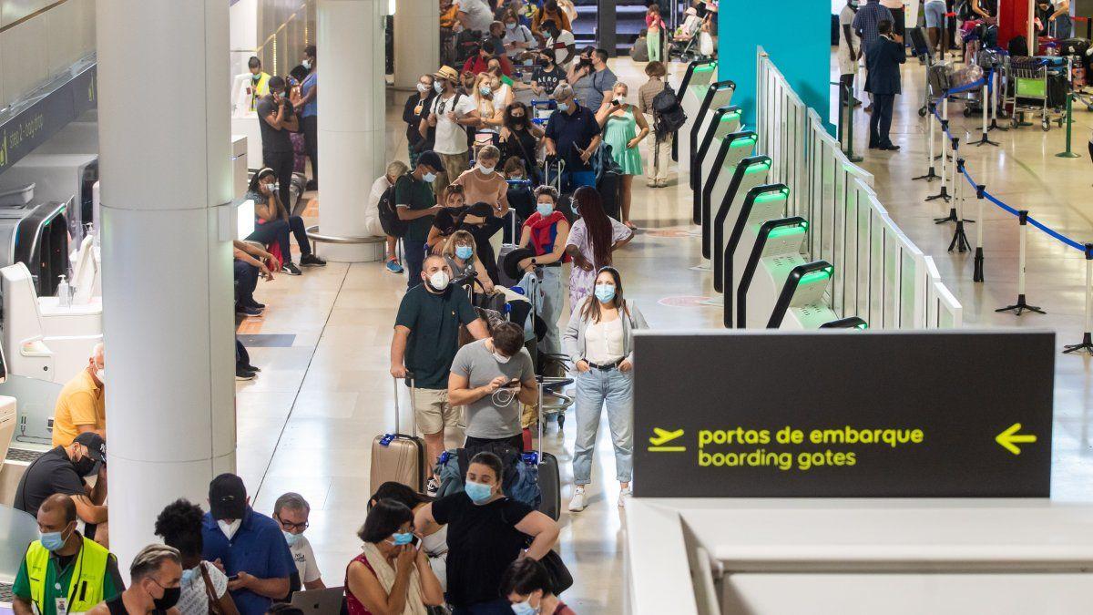 En Portugal tiene lugar una huelga de los empleados del servicio de equipajes, en protesta por el retraso en el pago de salarios, informaron las autoridades aeroportuarias.