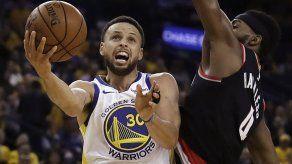 Curry y Warriors ganan 1er juego de la final del Oeste