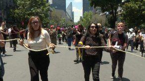 Marcha feminista exige castigo a policías de México que violaron a 2 menores