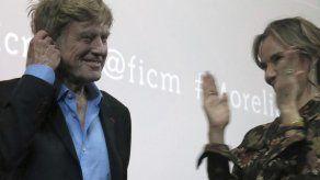 Robert Redford recibe máximos honores en Morelia