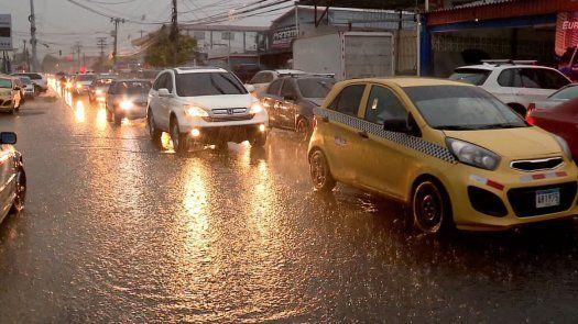 La Onda Tropical #3 provocará lluvias y tormentas eléctricas en casi todo el país.