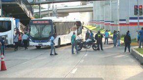 Taxistas vuelven a protestar en Panamá Oeste contra suspensión de circulación por pares y nones